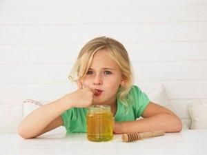 Cho trẻ sử dụng mật ong đúng cách