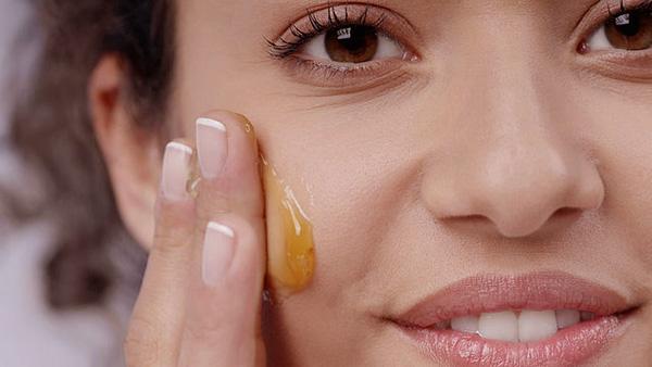 Chống nắng cho da mặt khi đắp mặt nạ mật ong
