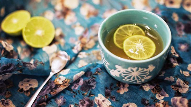 Khởi động ngày mới với nước chanh mật ong